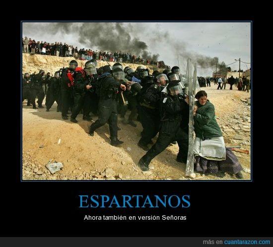 antidisturbios,disturbios,escudos,espartano,Espartanos,fail,policía,polis,señora,señoras,win