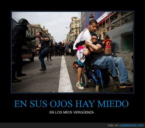 barcelona,democracia,españa,policia,ruedas,silla
