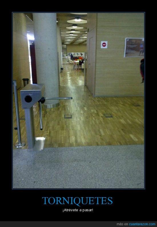 Biblioteca,Complutense,Madrid,Seguridad,Torniquete