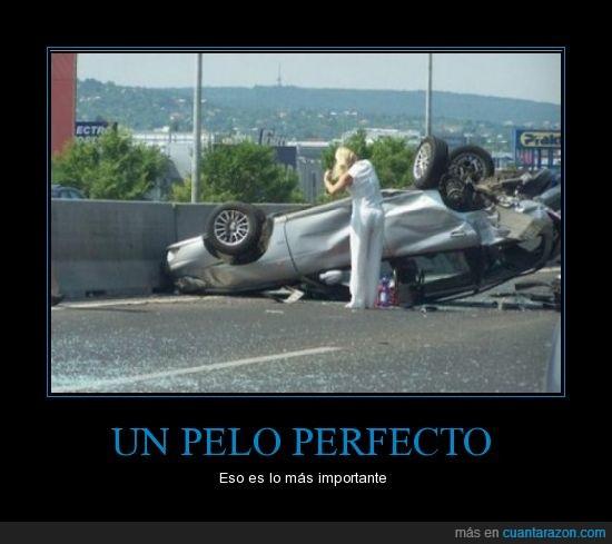 accidente,choque,coche,mujer al volante,pelo,rubia