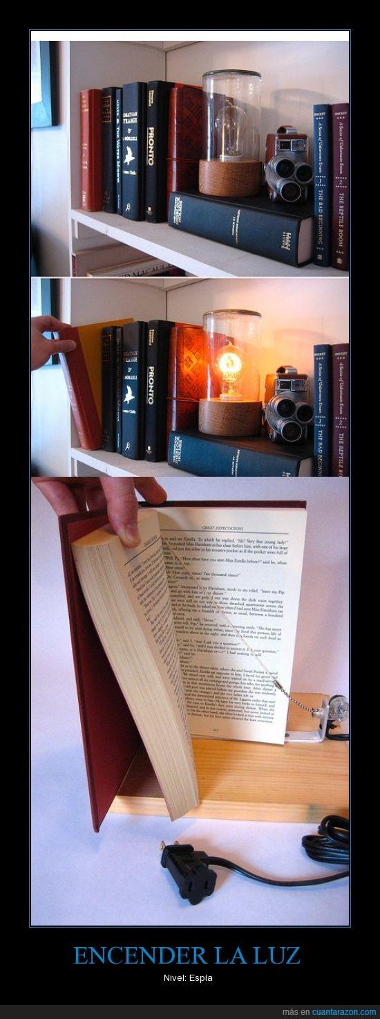 espia,libro,luz,tirar