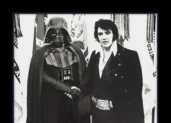 Enlace a ELVIS Y DARTH VADER
