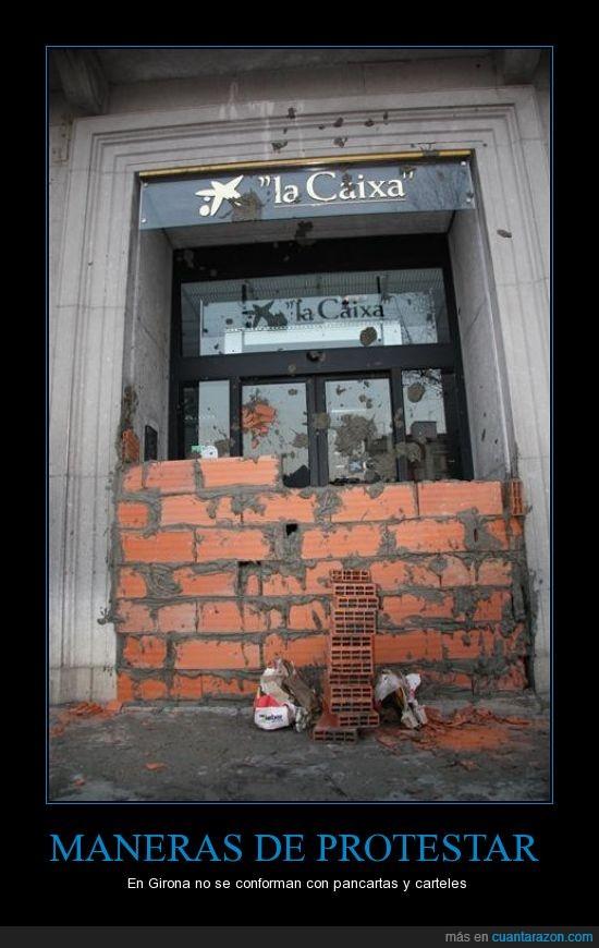 bancos,girona,indignados,la caixa,ladrillos,maneras de protestar