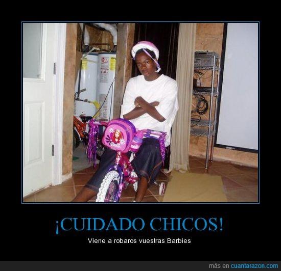barbies,bici,casco,chico,hermanita,malote,negro,que peligro,robar,rosa