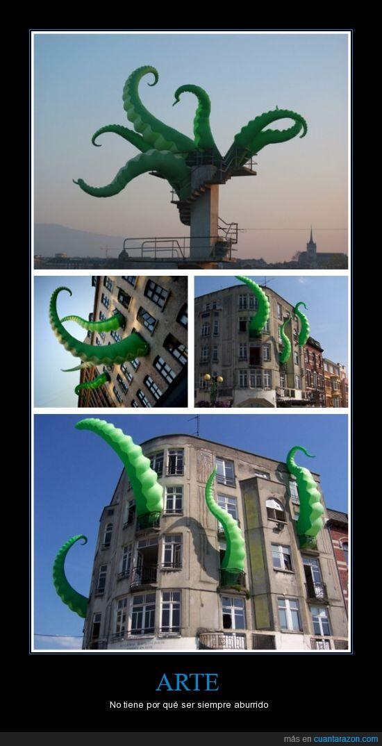 arte,hinchable,pulpo,tentáculos verdes,ventanas