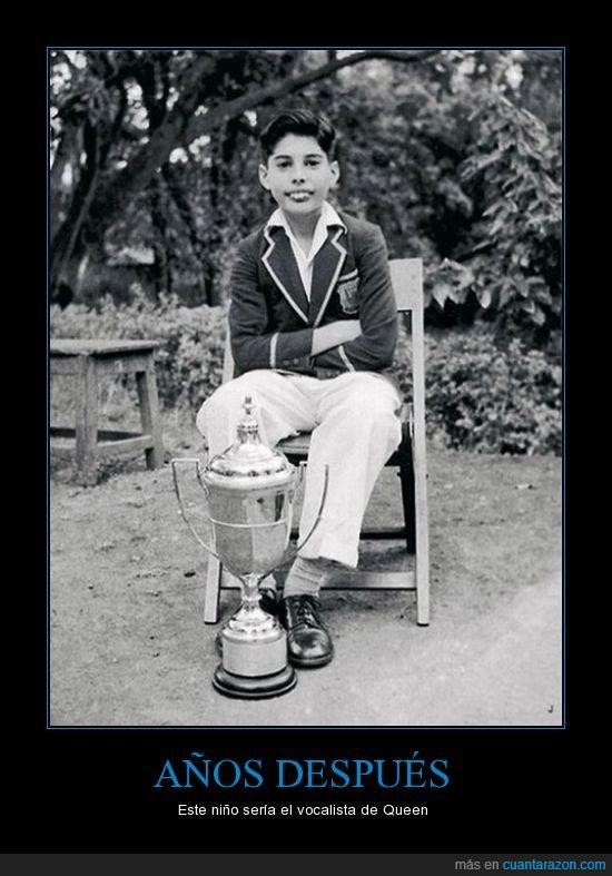 copa,esa sonrisa es inconfundible,Freddie mercury,joven,niño,pequeño,queen