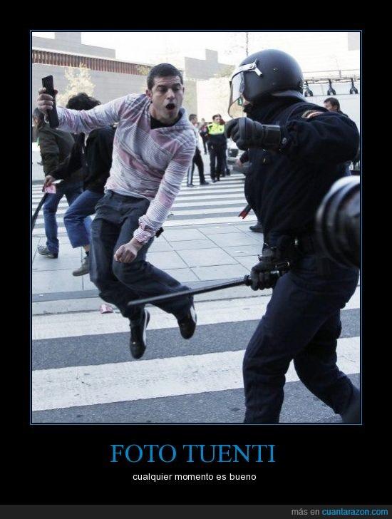 brutalidad,foto,manifestación,movil,policia,porra,salto