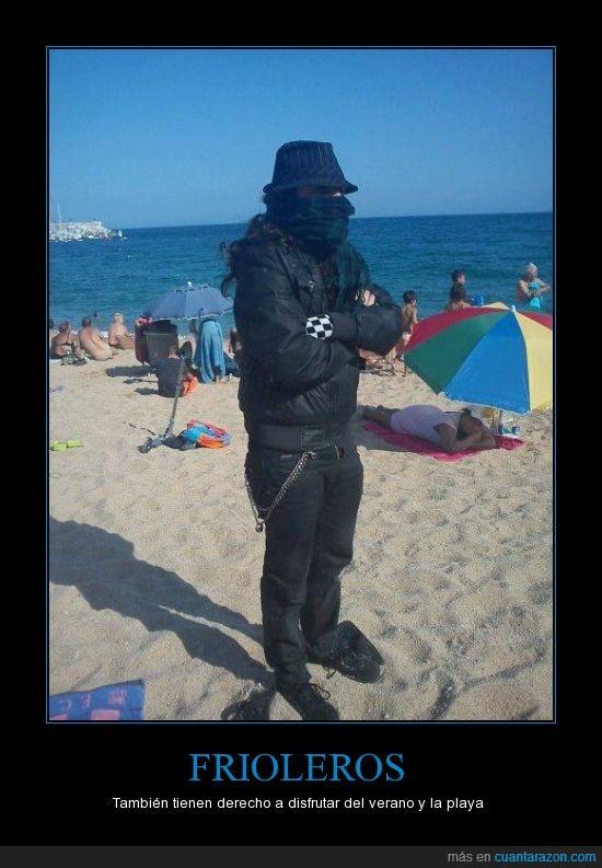 es muy darks,frío,friolero,gorro,loco,playa,sombrero,verano
