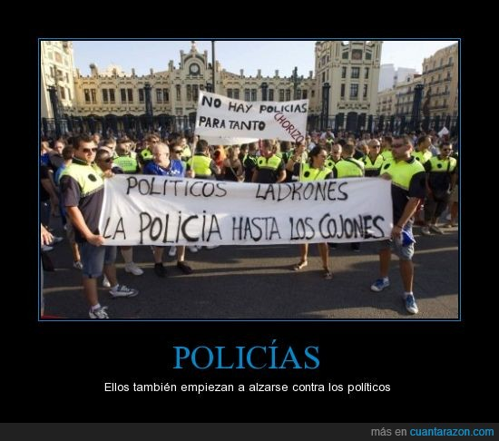 cartel,contra los politicos,hartos,manifestacion,pancarta,policias