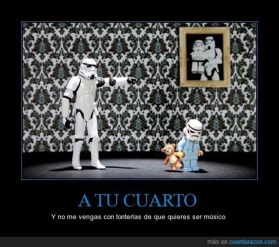 hijo,muñeco,niño,padre,pijama,seguirás la tradición familiar,stormtrooper