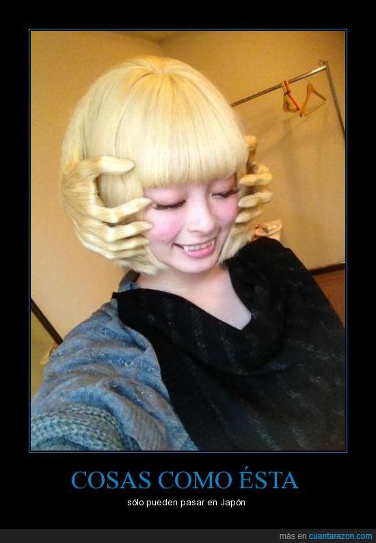 disfraz,halloween,Japón,japones,manos,mujer,peinado,pelo,peluca,rubia