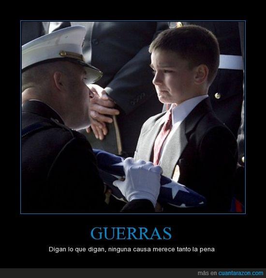 bandera,contener,dolor al ver la imagen,imagen,lagrima,llorar,Niño,pérdida,soldado