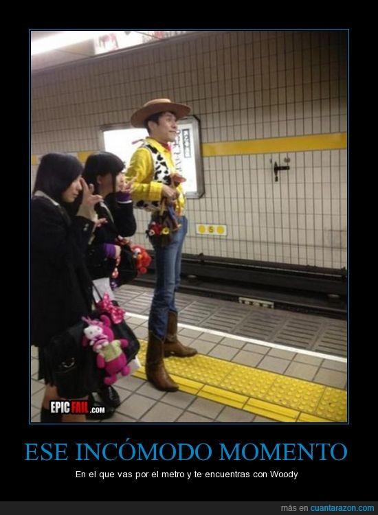 ahora que has leido debes seguirme,incomodo,japoneses,metro,miren sus piernas,parecido,woody