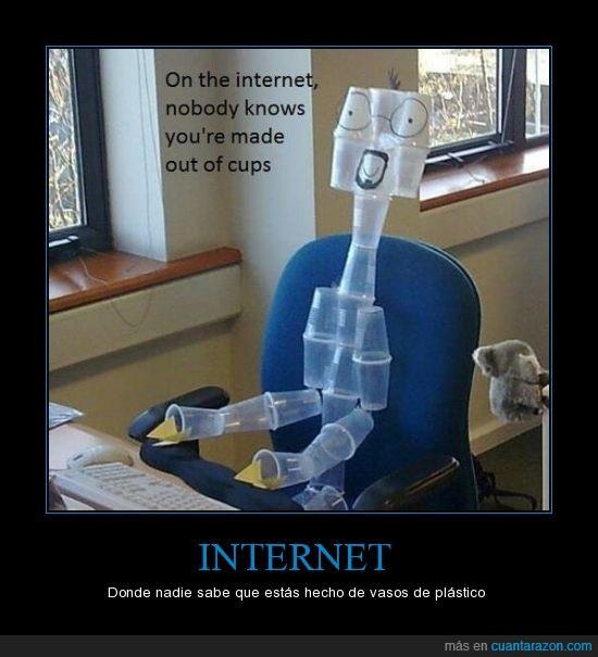 gilipollez,internet,parida xD,tío con perilla,vasos de plástico