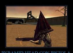 Enlace a PYRAMID HEAD CON PISTOLA