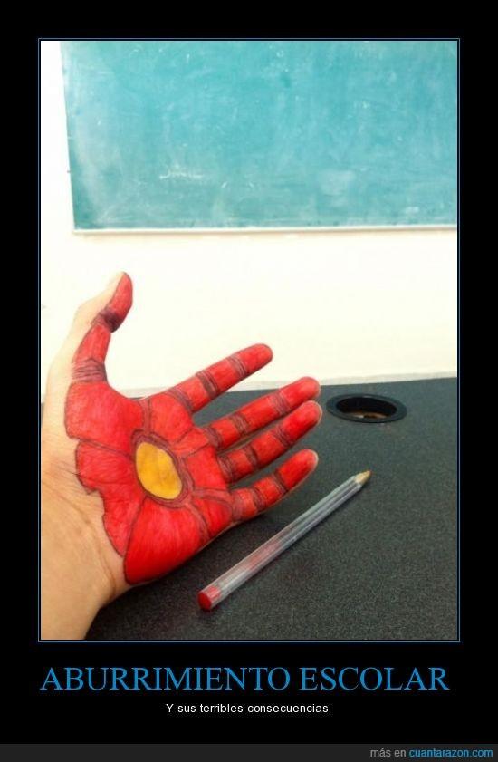 aburrimiento,bolígrafo,clase,consecuencia,escolar,iron man,parecidos,pizarra