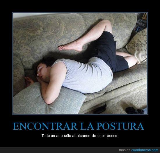 contorsionista a tiempo parcial,dormir,imposible,pierna,pose,siesta,sofa