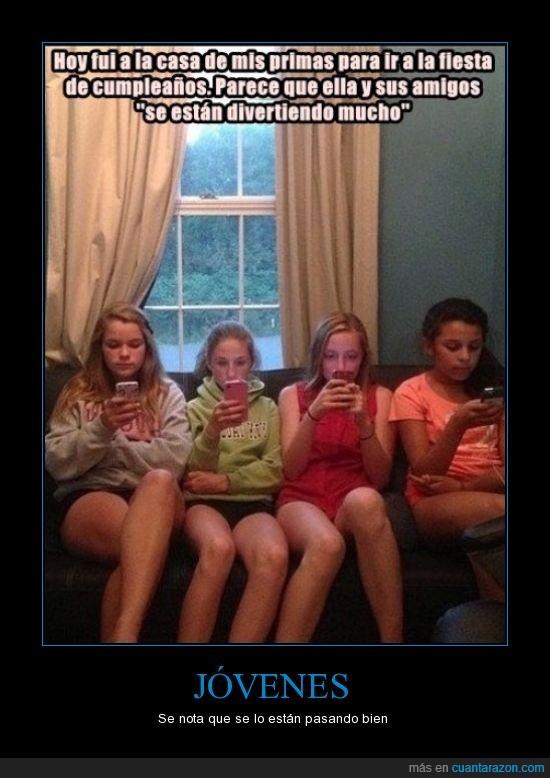 amiga,cumpleaños,fiesta,hablar,prima,smartphone,telefono,zombies
