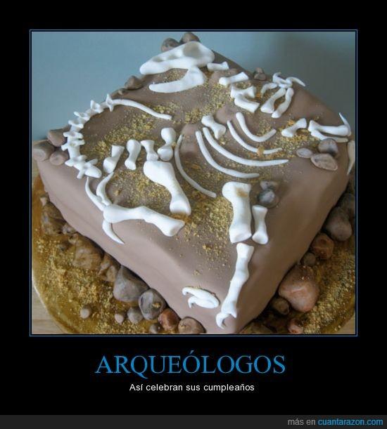 aqueologo,celebrar,cumpleaños,dinosaurio,hueso,pastel,resto