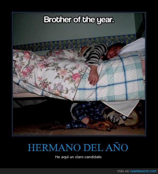 año,asustar,cama,candidato,despertar,hermana,hermano,máscara