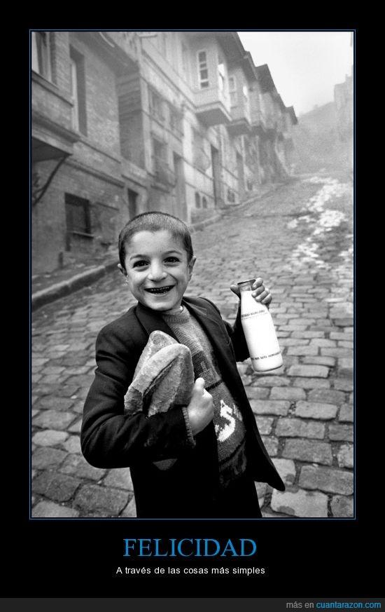Ara Guler,comida,cosas,Felicidad,Guerra,guerras,leche,niño,pan,simple,sonrisa