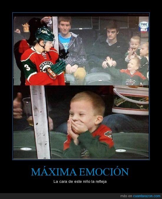 emocion,hockey,idolo,ilusion,jugador,niño,saludar,sonrisa