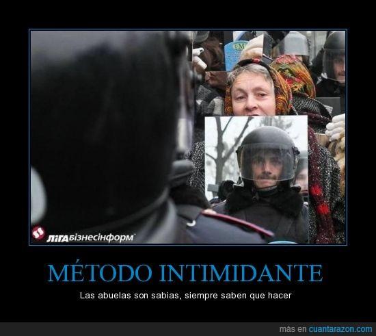 abuela,manifestación,policía,represión