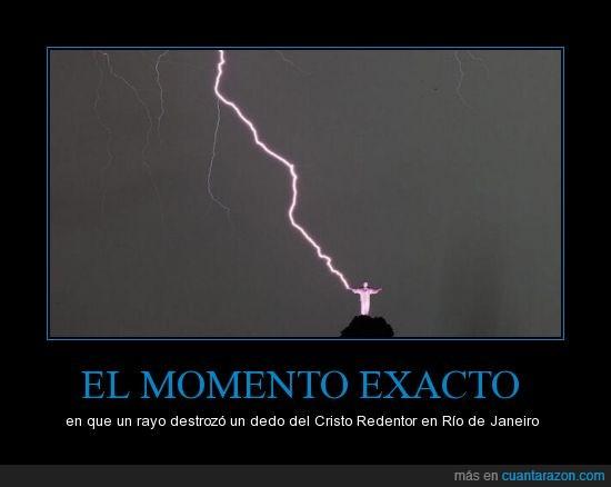 brasil,Cristo Redentor,dedo,destrozó,momento exacto,rayo,Río de Janerio