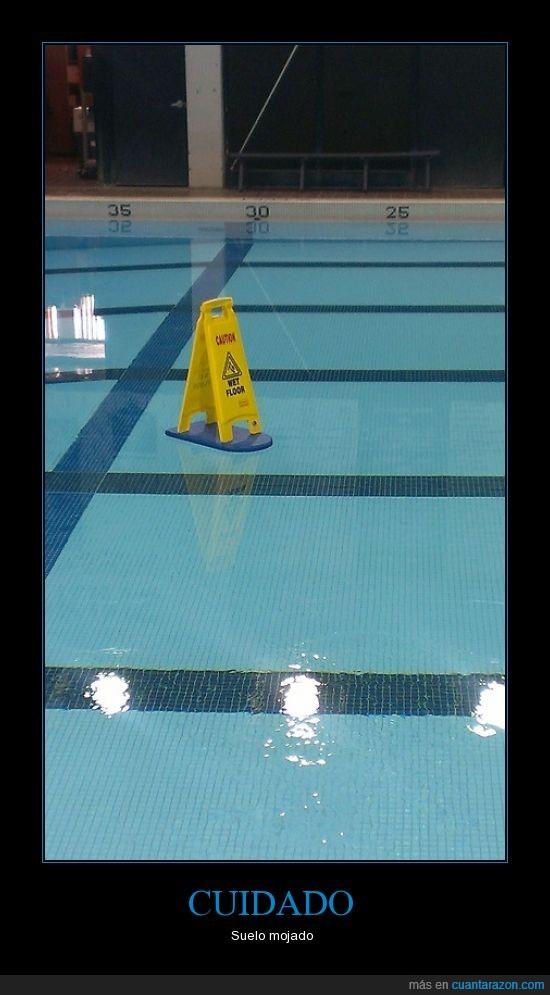 cuidado,piscina,suelo mojado