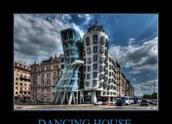 Enlace a DANCING HOUSE