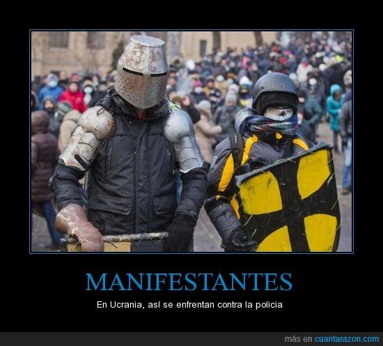 armadura,con dos coj*nes,escudo,hierro,medieval,protestas,traje,Ucrania