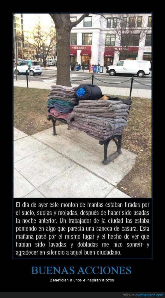 ayudar gente de la calle,buenas acciones,doblar,homeless,lavar,limpiar,mantas,mendigo,parque,sin techo,vagabundo