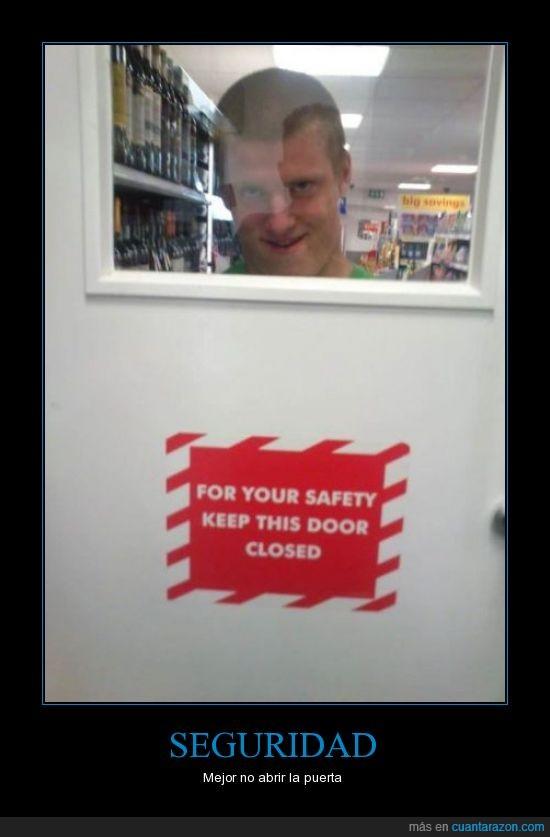 acosador,cerrada,mantener,peligroso,puerta,seguridad