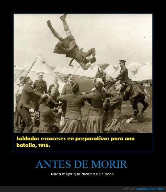 batalla,divertirse,escoceses,guerra,jugar,Morir,saltando,saltar,soldados