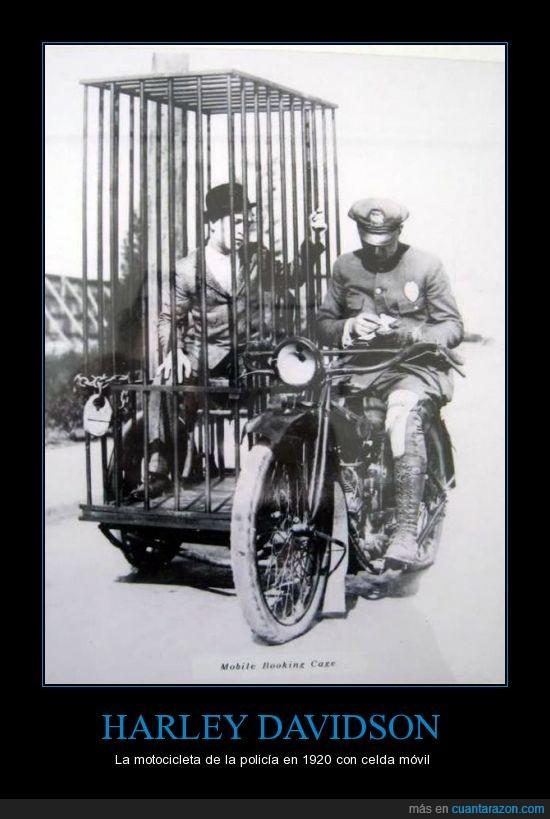 1920,carcel,celda,detenido,harley davidson,llevar,moto,policía,psicion