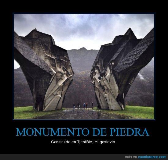 aquí también fue la segunda guerra mundial,monumento,piedra,Qué bonito,Yugoslavia