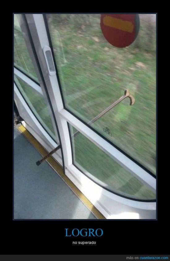 anciano,bastón,mangala,metro,puertas,tren,viaje
