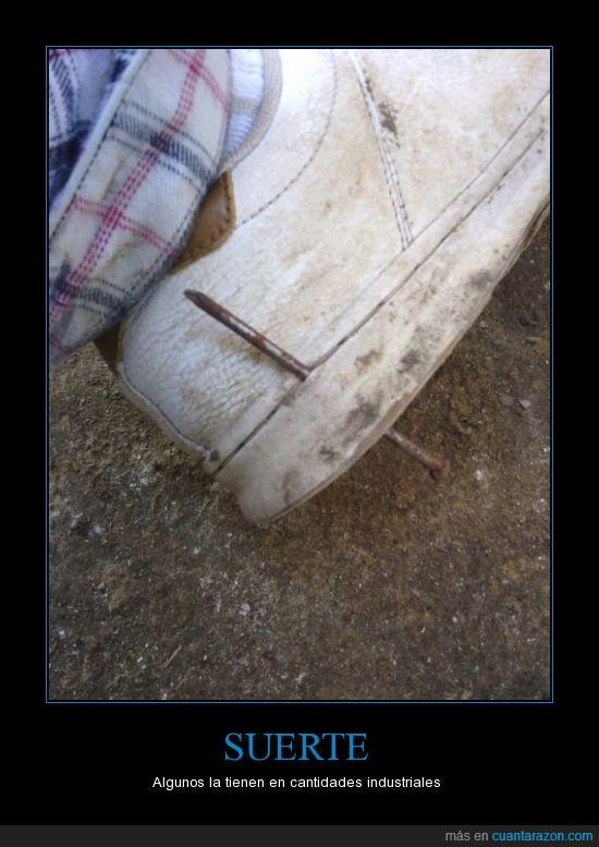 que hacer al clavarse un clavo en el pie