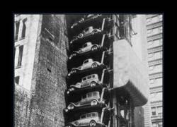 Enlace a Aparcamientos apilados de coches en Nueva York