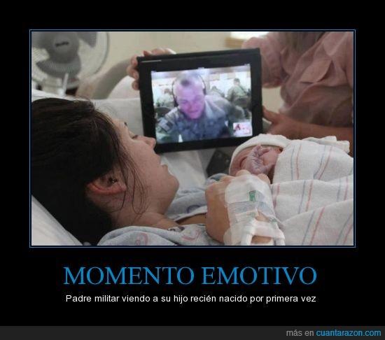 bebe,casi lloro,madre,mama,militar,padre,papa,recién nanido,soldado