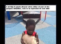 Enlace a A este niño no le gustan los abrazos