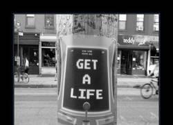 Enlace a ¡Consíguete una vida, friki!