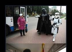Enlace a Darth Vader se va de paseo