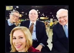 Enlace a Estas personas que aquí ves se hacen la selfie con más millones del mundo