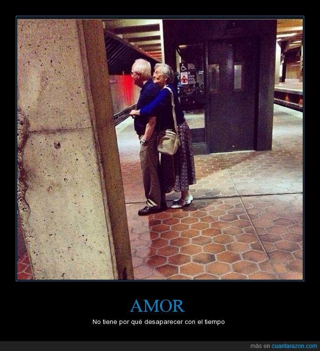 abrazo,abuelos,amor,cariño,desaparecer,pareja,tiempo,tiernos,viejos