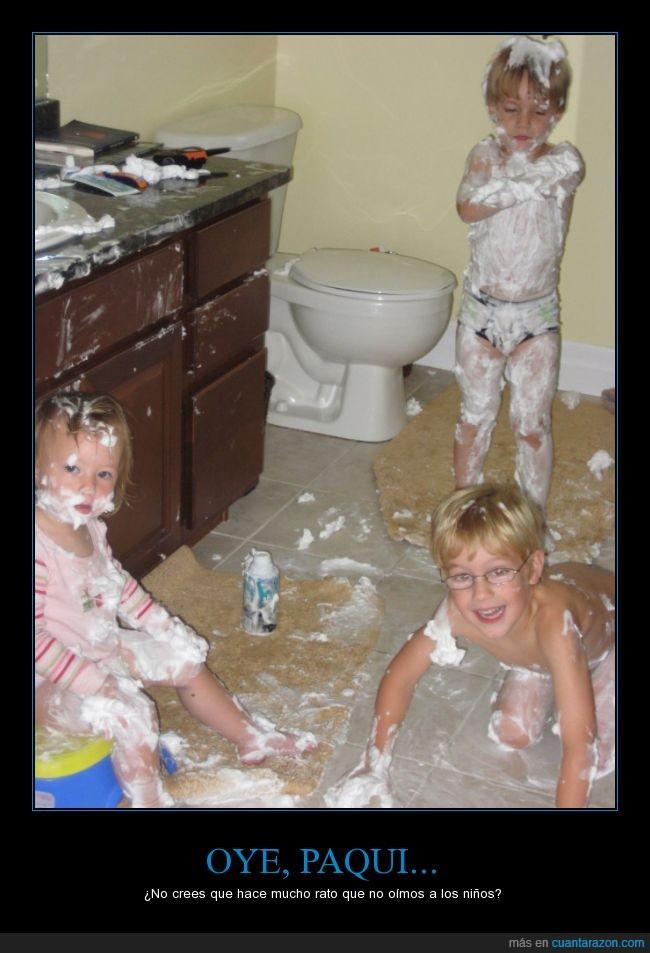afeitar,casa,ensuciar,espuma,hijos,lavabo,liar,niños,padres