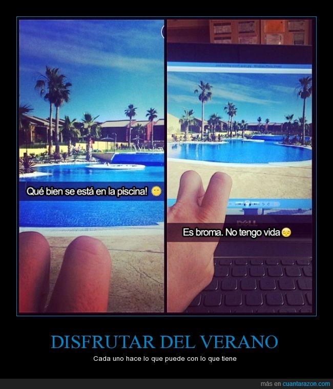 ordenador,pantalla,piernas,piscina,sol,verano