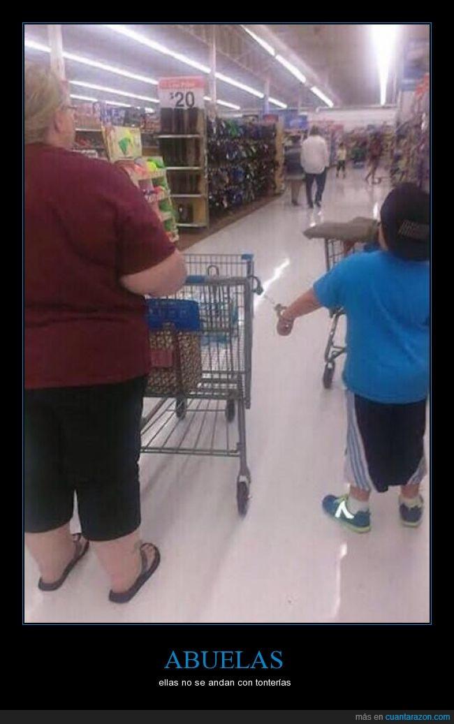 abuelas,atar,carrito,compra,esposas,mancuernas,niño,preso,supermercado