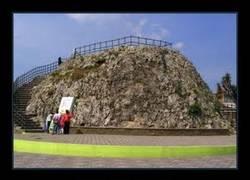Enlace a En mi pueblo hay una piedra más grande...