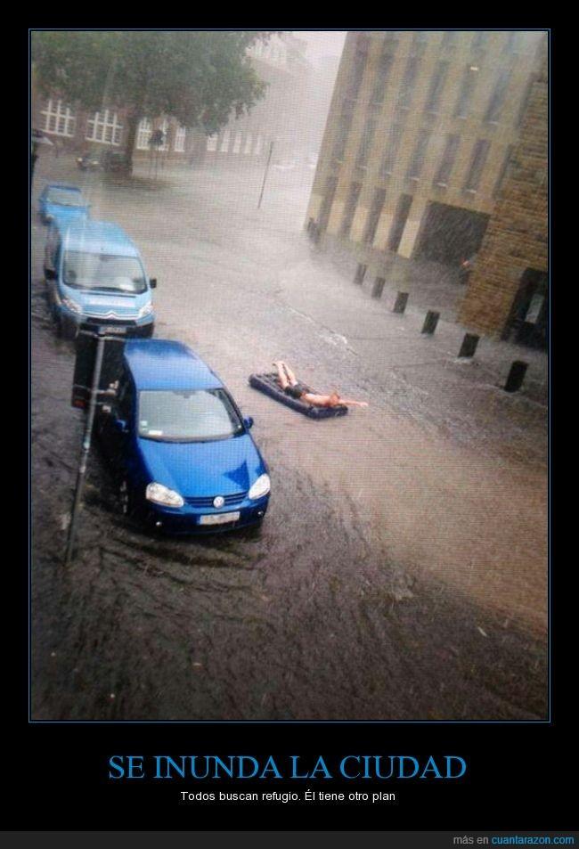 agua,ciudad,colchon,colchoneta,inflable,inundación,lluvia,mojar,tormenta